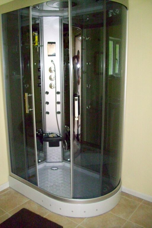 The  Insignia GT9002L Shower Cabin
